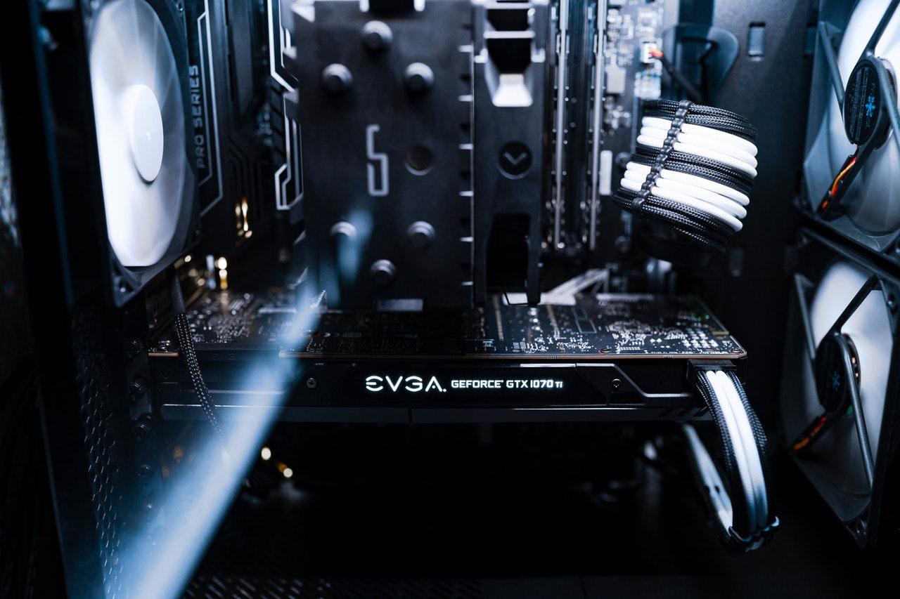 wnętrze komputera do naprawy